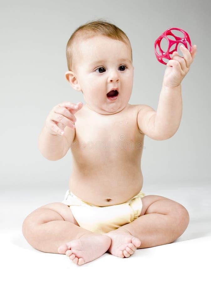 Младенец с игрушкой стоковые фотографии rf