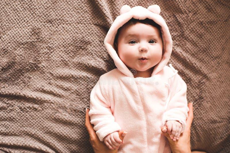 Младенец с матерью стоковая фотография rf