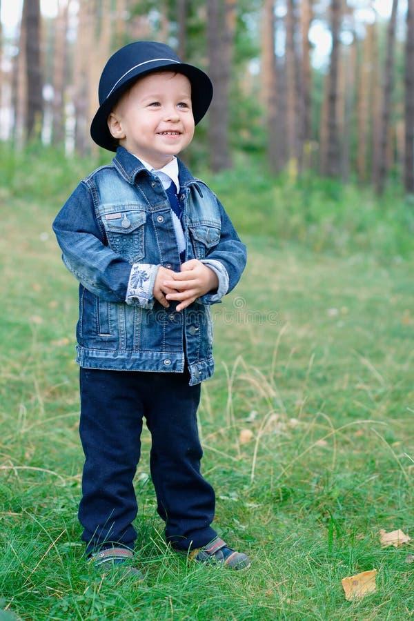 младенец outdoors сь стоковое изображение rf