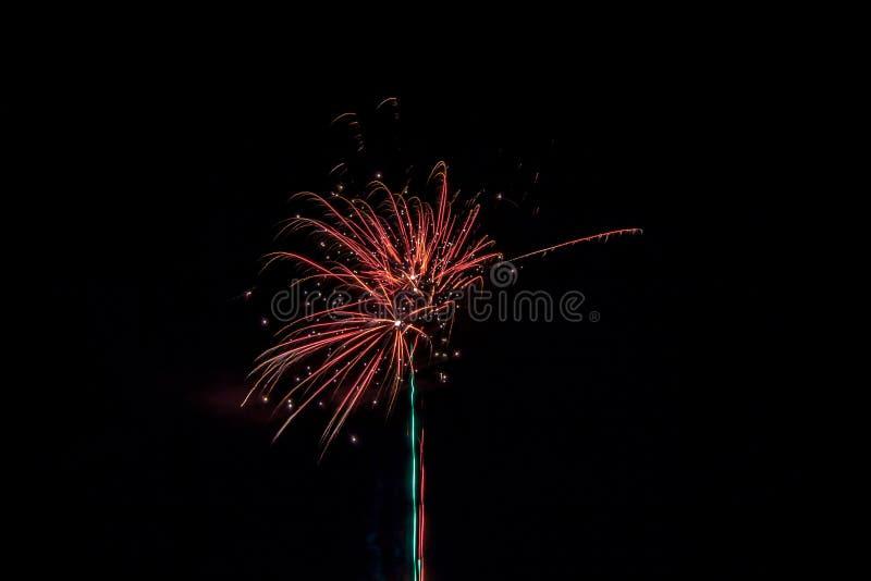 Многолюдные праздничные фейерверки стоковые изображения rf