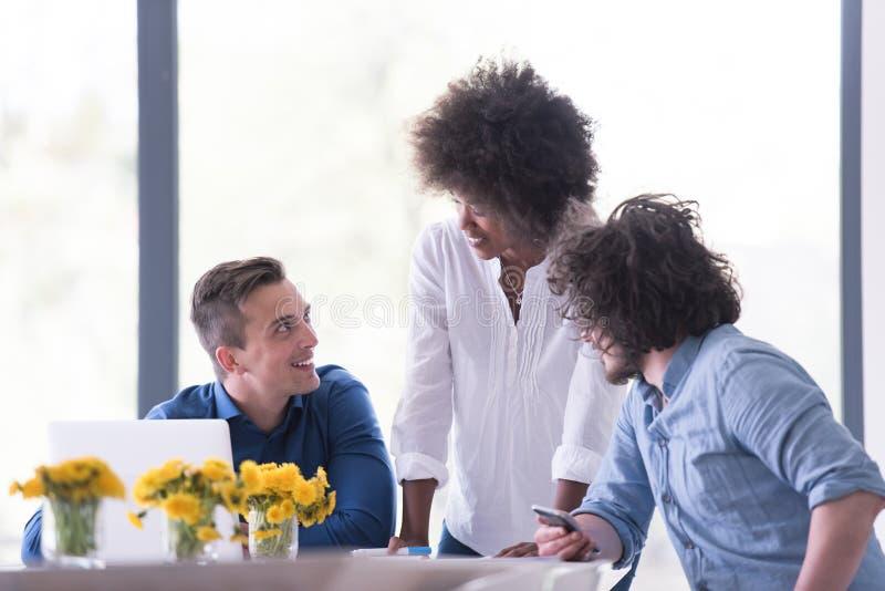Многонациональная startup команда дела на встрече стоковая фотография rf