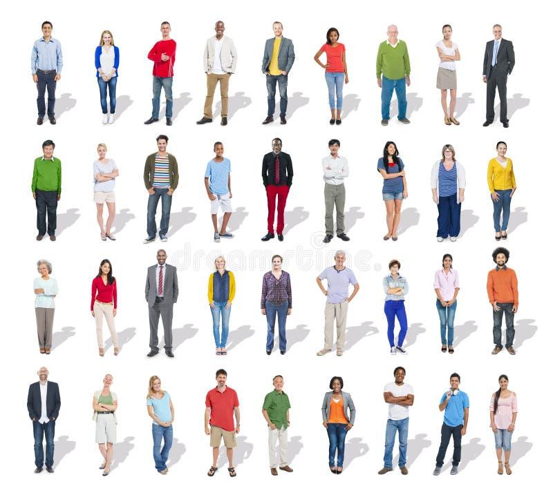 Многонациональная группа людей в ряд стоковое фото
