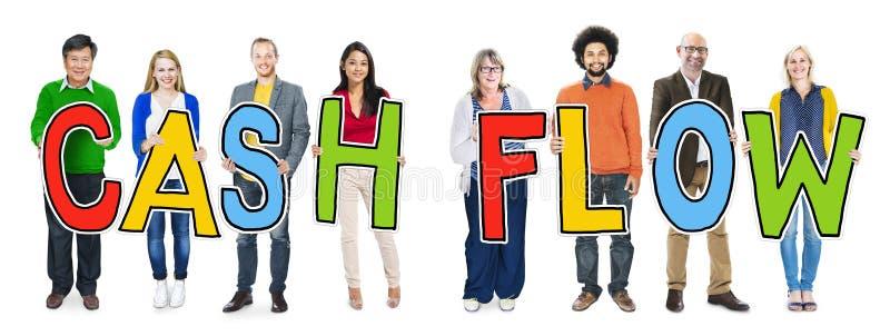 Многонациональная группа людей держа исходящую наличность стоковые фотографии rf