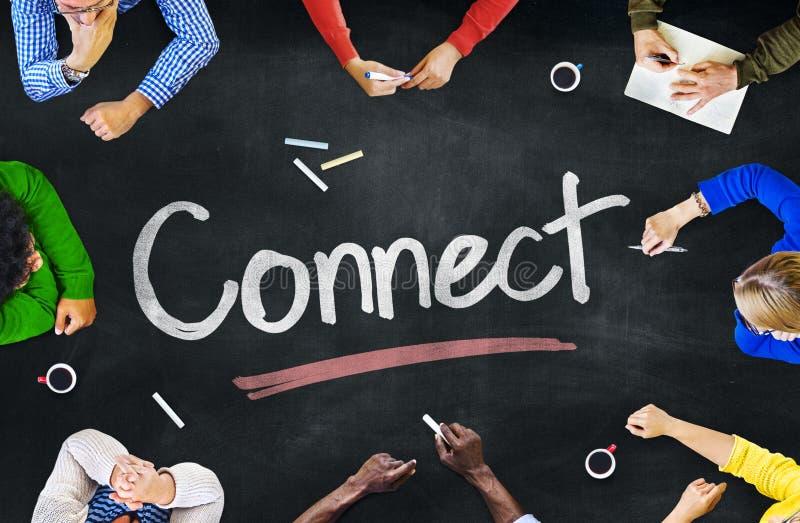 Многонациональная группа людей и соединяет концепции стоковое изображение rf
