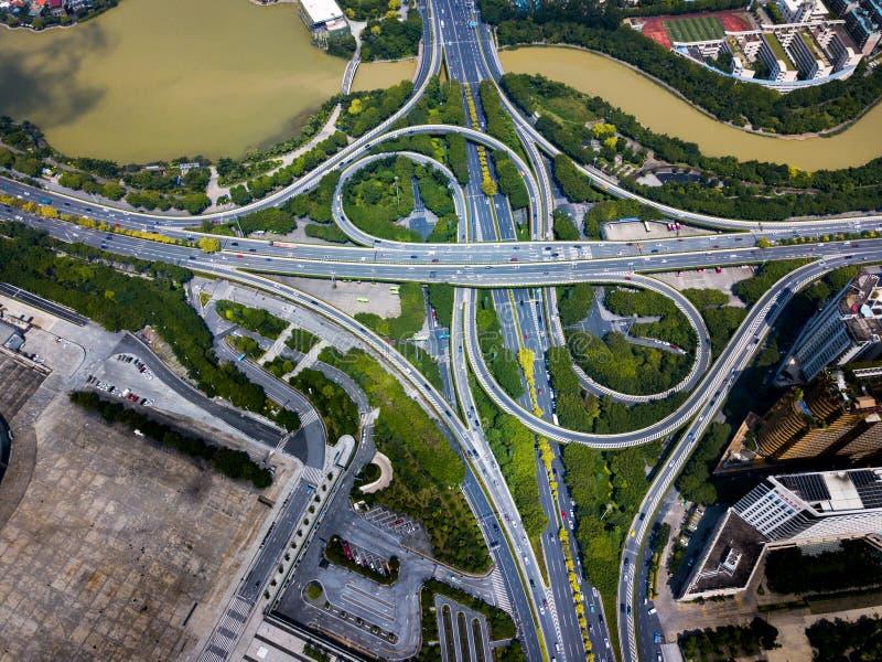 Многослойная дорога с занятым движением воздушным стоковое фото rf