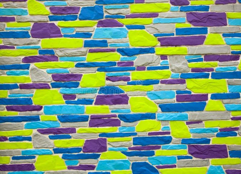 Многоцветная синяя и фиолетовая кирпичная стена стоковые изображения rf