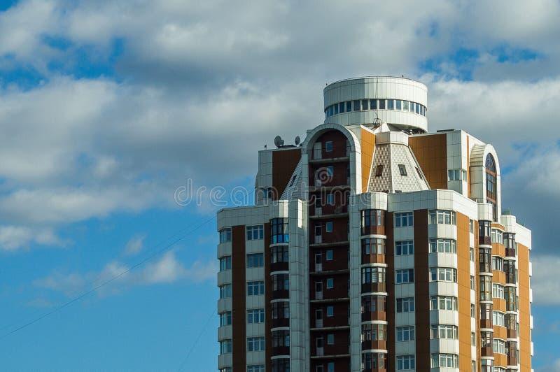 Многоэтажное здание в столице России - Москвы стоковое изображение