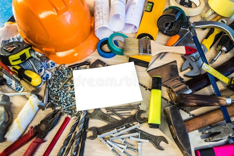 Много инструментов конструкции, чемодан инструмента состава конструкции, рабочий план, електричюеские инструменты, строя стоковые фото