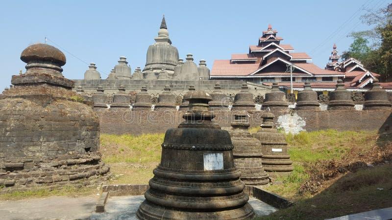Много малых stupas в Мьянме стоковые изображения rf