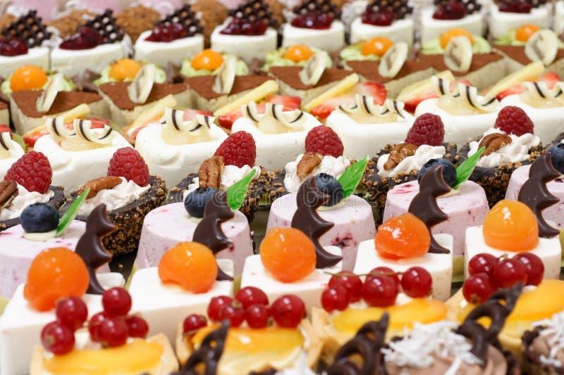 Много малых десертов стоковое фото rf
