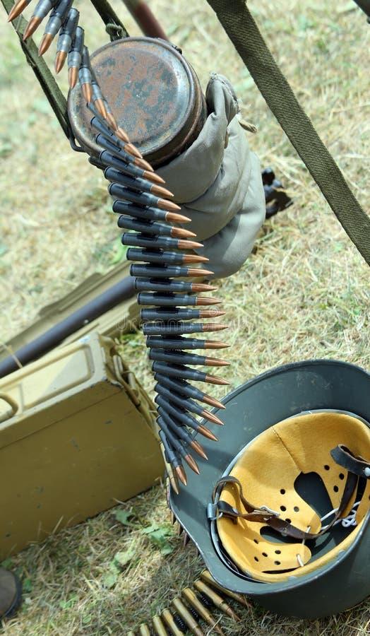 Много обнажают пули и армию боеприпасов стоковая фотография rf