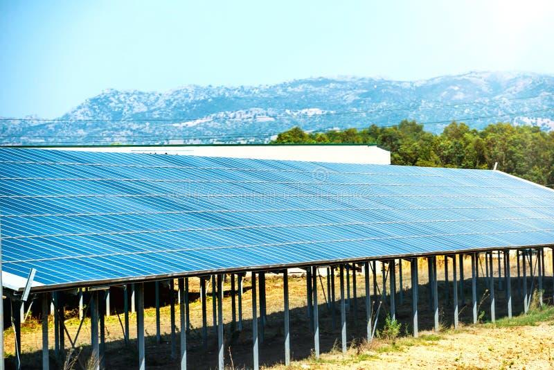 много панелей солнечных стоковая фотография