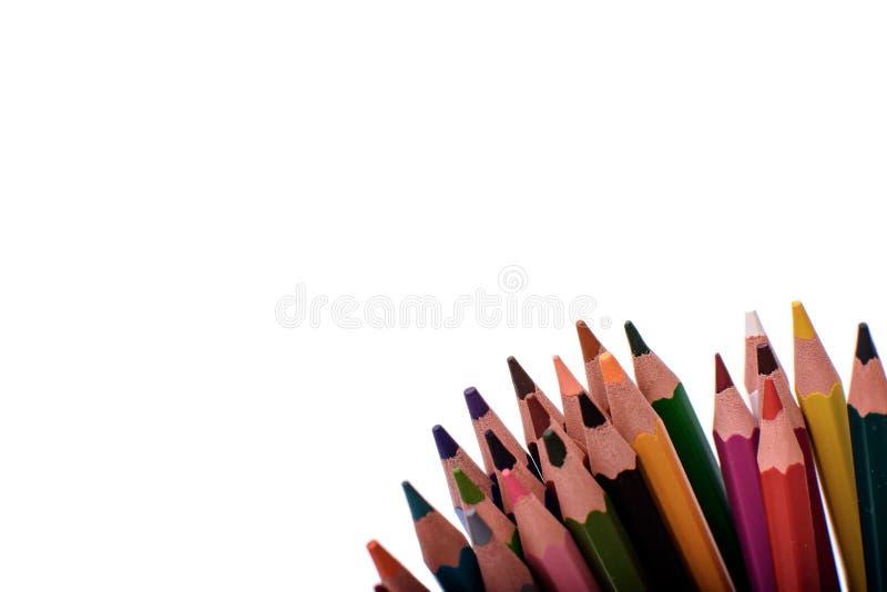Много покрашенных карандашей изолированных на белой предпосылке, месте для текста стоковое изображение rf
