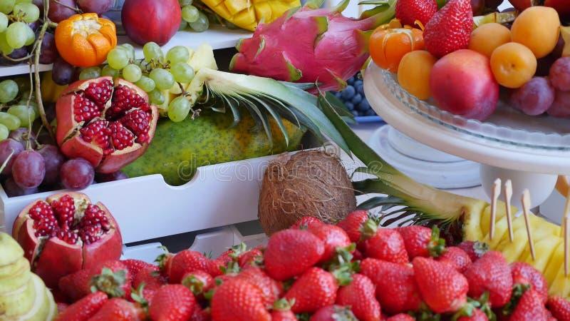 Много различных плодоовощей прием по случаю бракосочетания стоковые фото