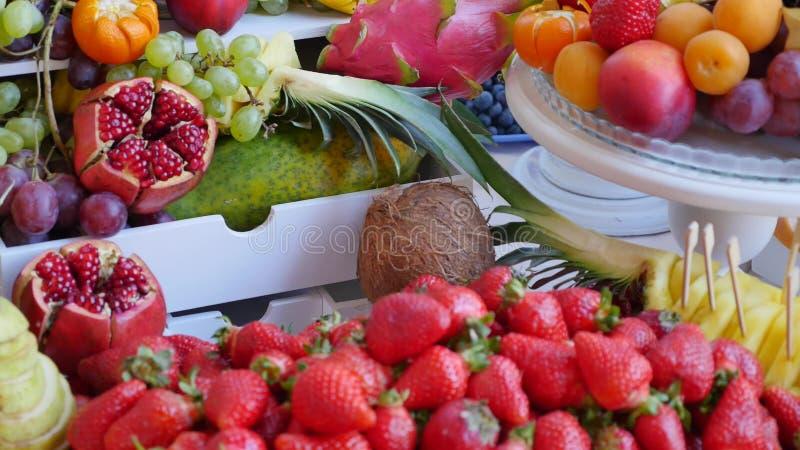 Много различных плодоовощей прием по случаю бракосочетания стоковое изображение rf
