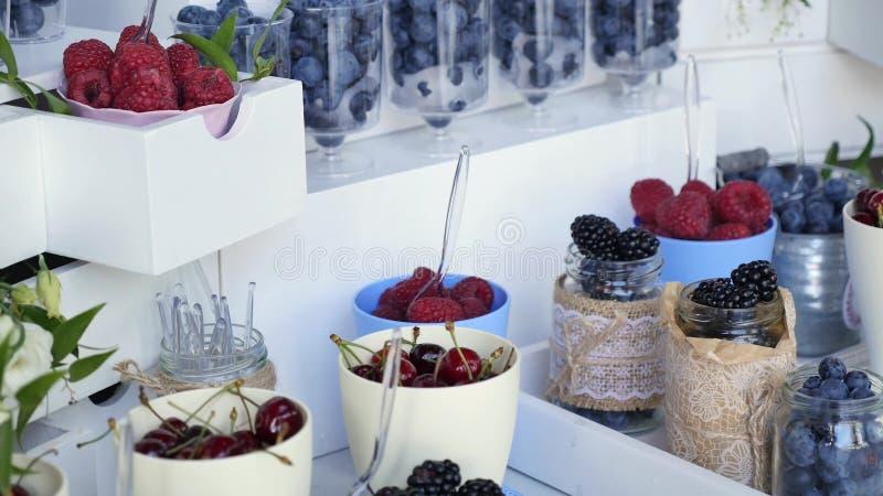 Много различных плодоовощей прием по случаю бракосочетания стоковое фото