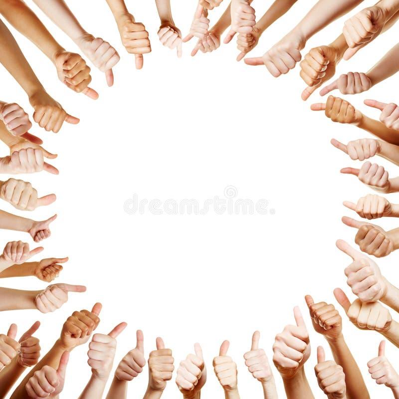 Много рук держа большие пальцы руки вверх стоковые фотографии rf