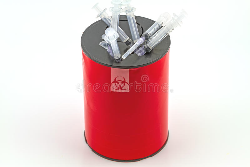 Много шприц в красных коробках избавления на белой предпосылке стоковые фото