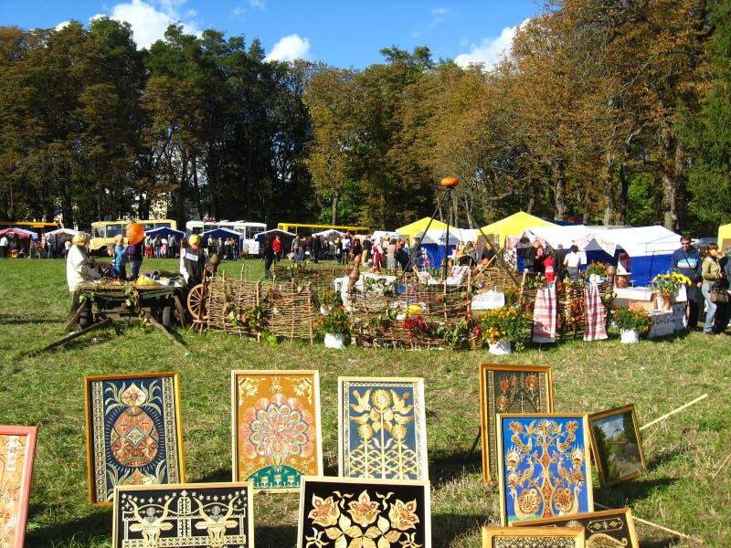 Много людей на празднике осени в Украине стоковая фотография rf