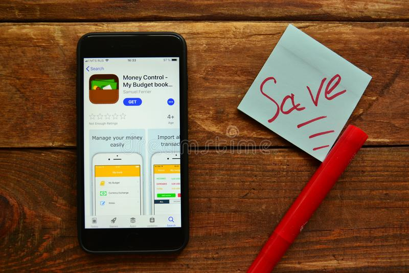 Мобильное приложение для того чтобы контролировать наличные деньги стоковая фотография