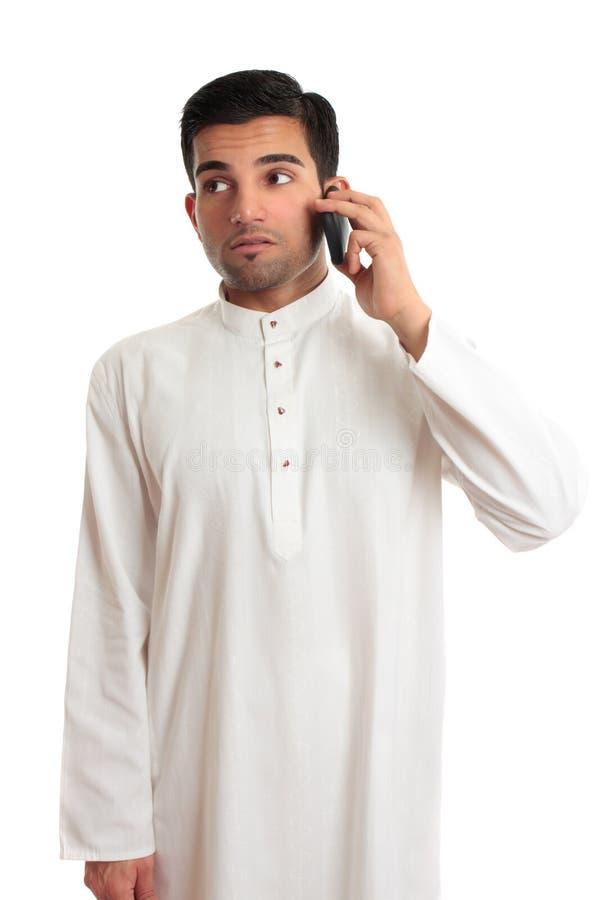 мобильный телефон бизнесмена этнический стоковые изображения rf