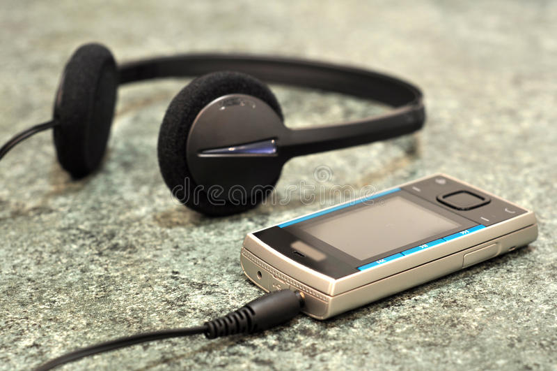 мобильный телефон наушников стоковые фотографии rf