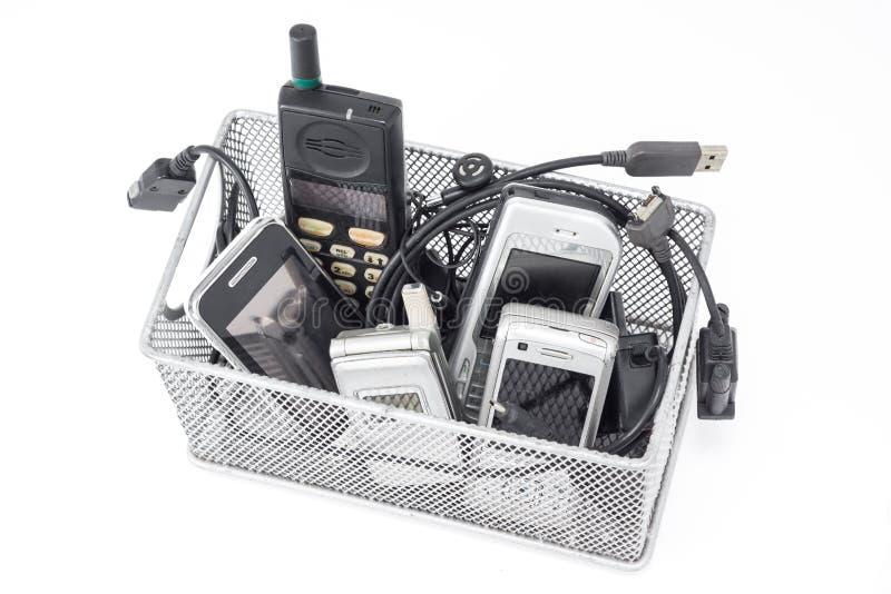 Мобильный телефон и аксессуар на белизне стоковые изображения rf