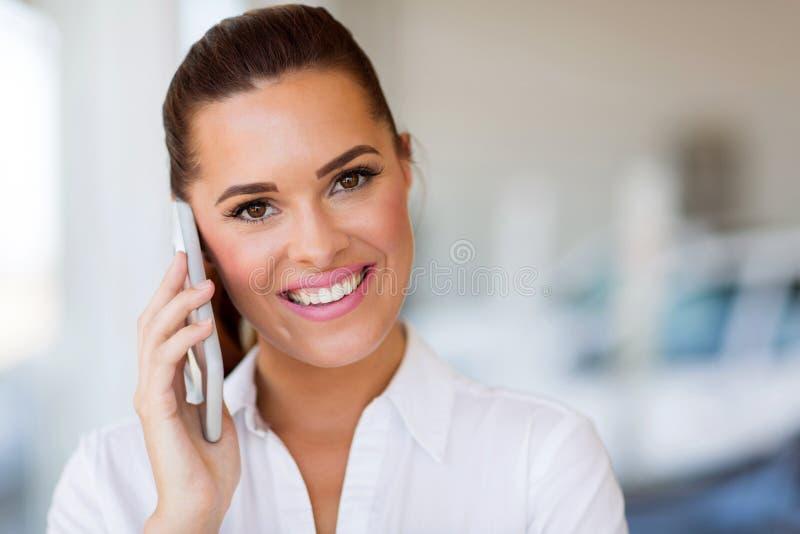Мобильный телефон коммерсантки стоковое фото rf