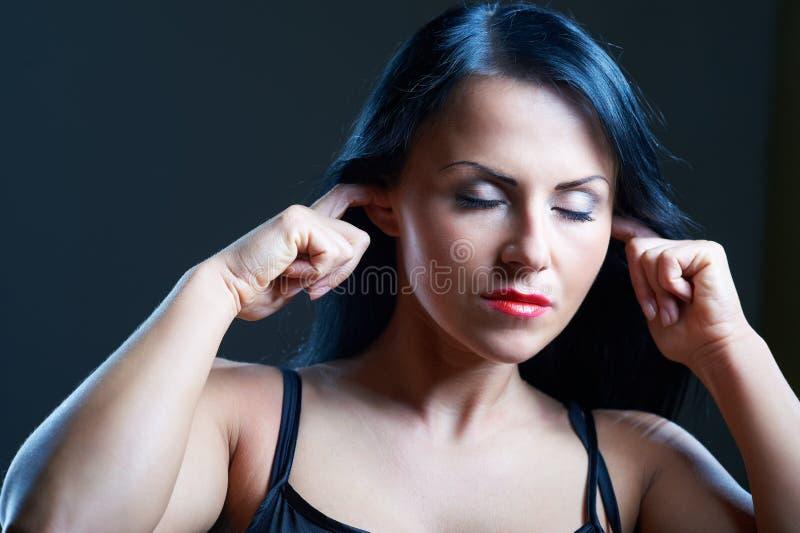 могут уши заволакивания услышать ее женщина I t вы молодые стоковые изображения rf