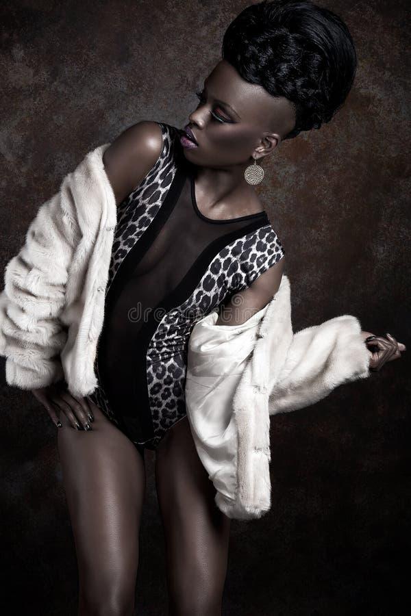 Модель женщины афроамериканца стоковые фотографии rf