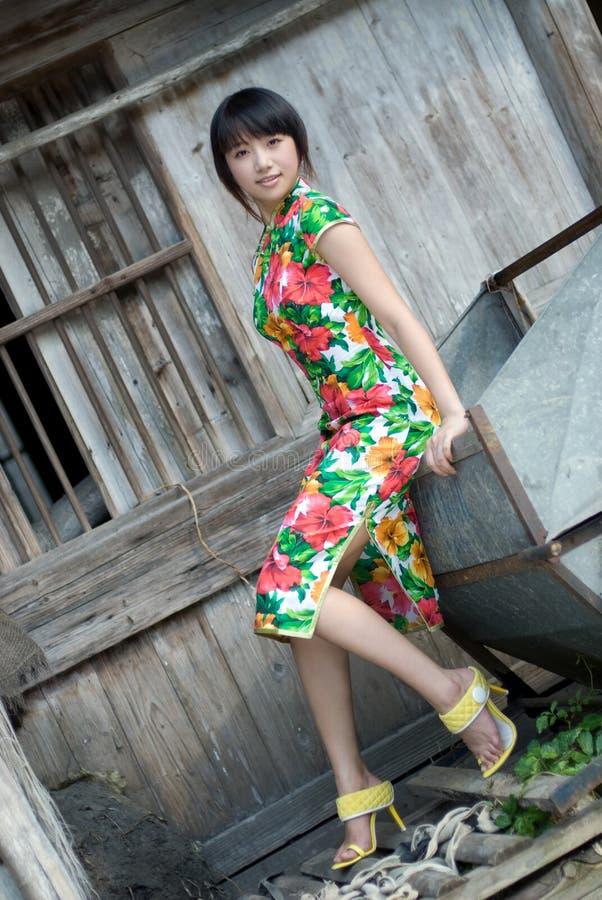 модель китайца cheongsam стоковая фотография