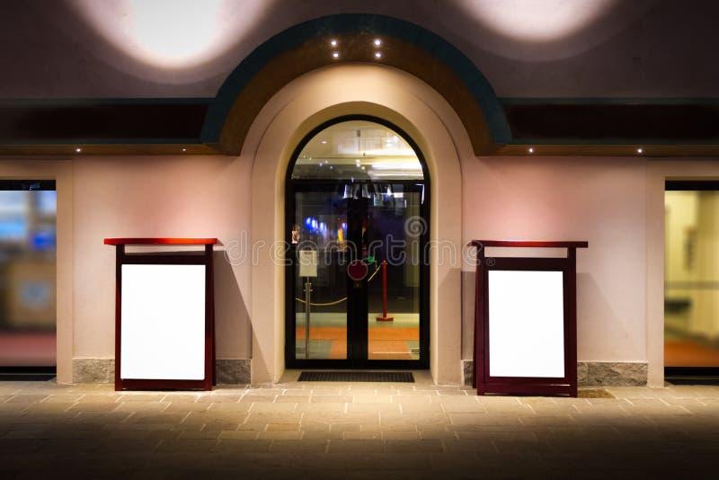 Модель-макет афиши главного входа театра стоковые изображения rf