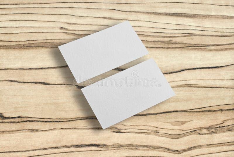 Модель-макет 2 горизонтальных визитных карточек на деревянной предпосылке стоковое фото rf