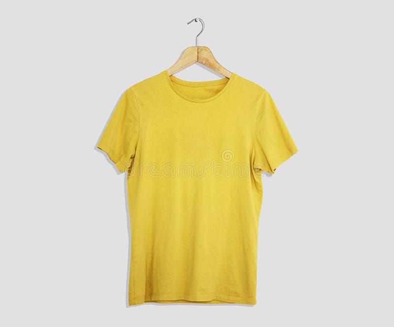 Модель-макет и шаблон футболки на предпосылке для моды и дизайнера ткани стоковое фото rf