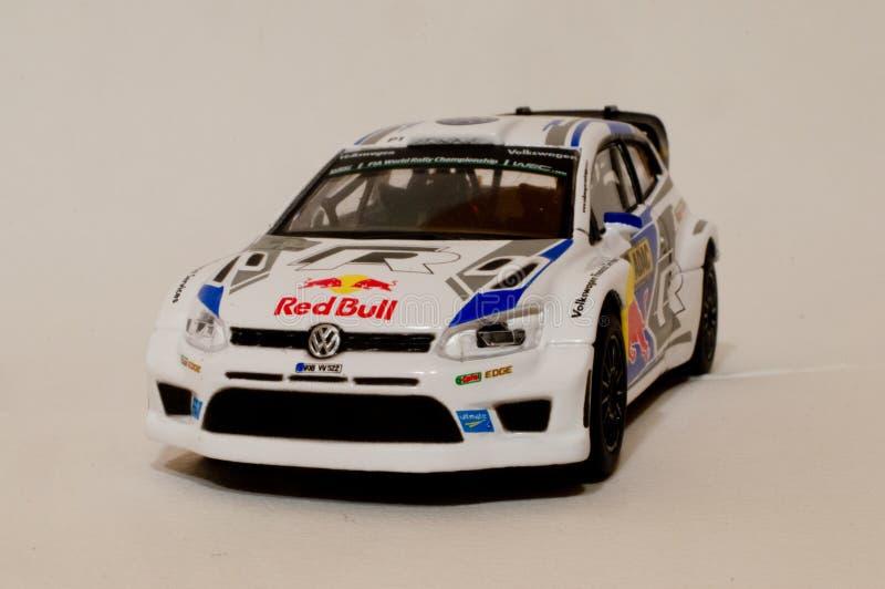 Модель поло r WRC 1/43 VW BBurago стоковые изображения