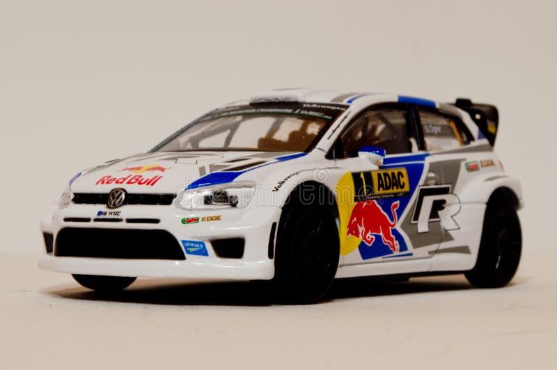 Модель поло r WRC 1/43 VW BBurago стоковое фото