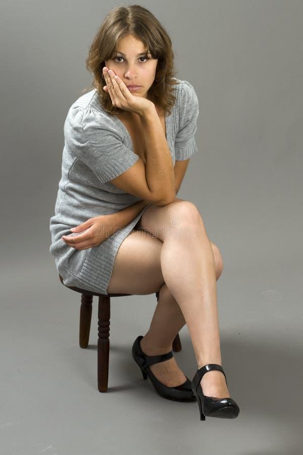 модель способа платья серая испанская стоковая фотография rf