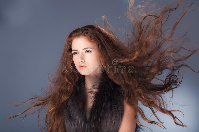Модель с красными волосами стоковое фото rf