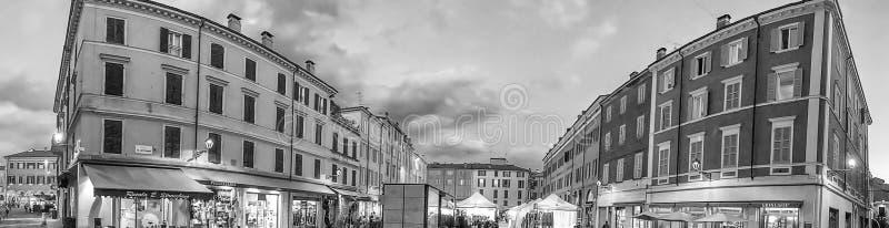 МОДЕНА, ИТАЛИЯ - 30-ОЕ СЕНТЯБРЯ 2016: Центр города посещения туристов, стоковое изображение
