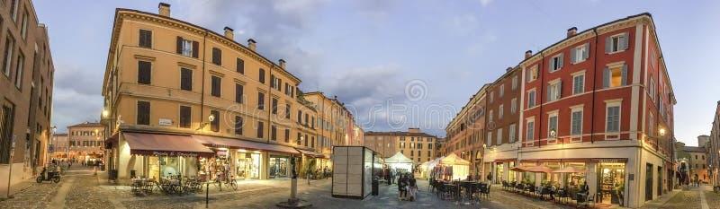 МОДЕНА, ИТАЛИЯ - 30-ОЕ СЕНТЯБРЯ 2016: Центр города посещения туристов, стоковые изображения