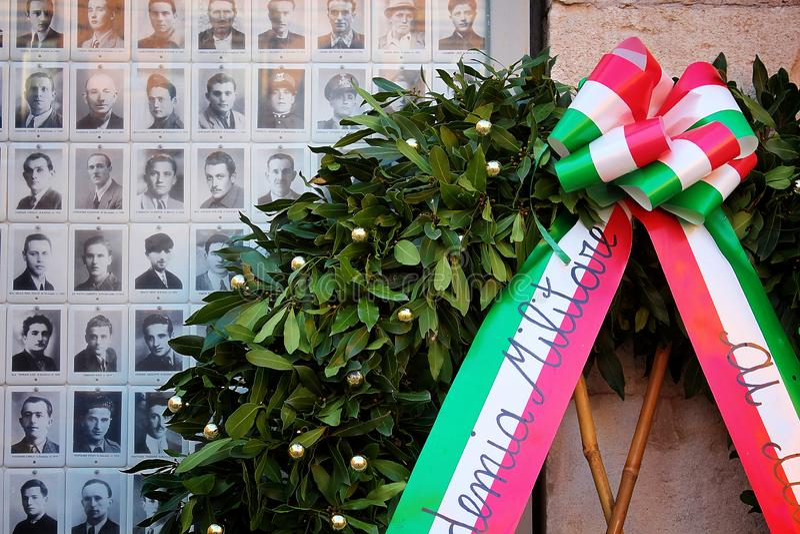 Модена, эмилия-Романья, Италия, коммеморативные фото партизан Италии с кроной лавра стоковое фото