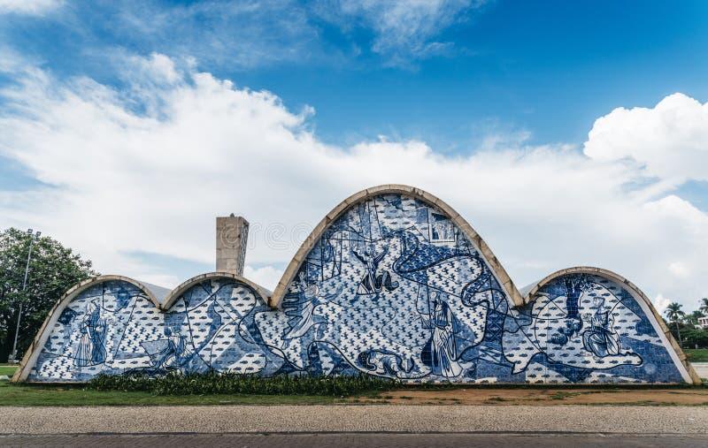 Модернистская церковь Sao Francisco de Assis в Белу-Оризонти, Бразилии стоковая фотография rf