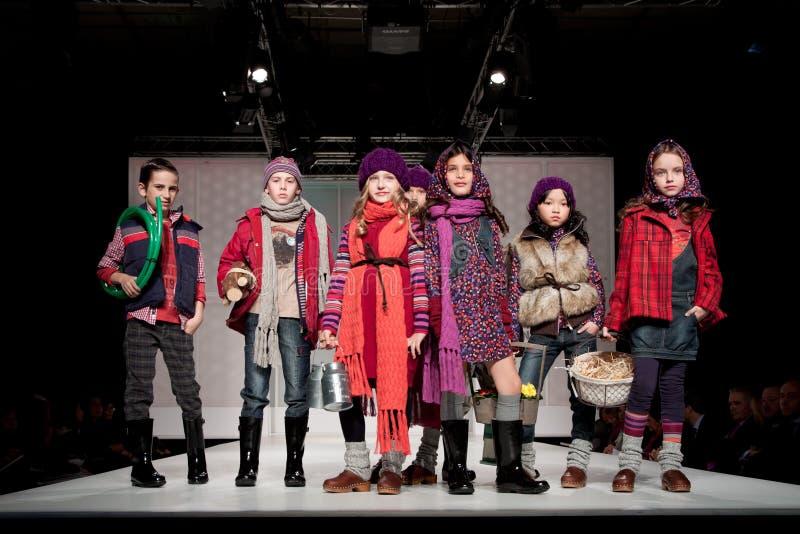 модный парад детей стоковые изображения
