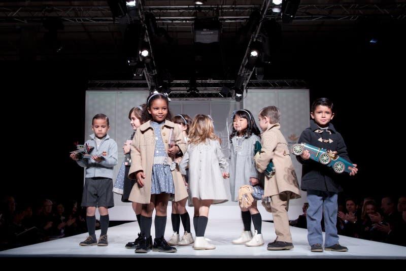 модный парад детей стоковая фотография