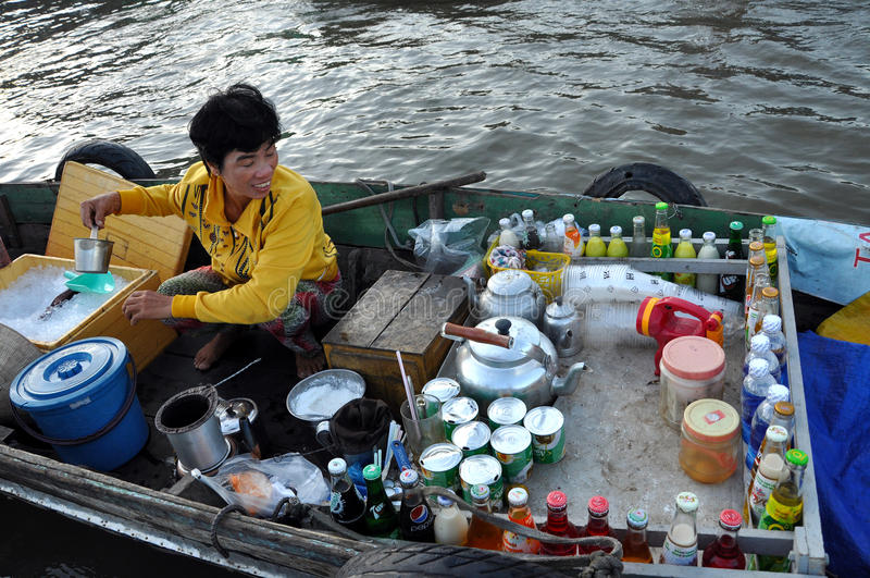 Рынок Cai Rang плавая, может Tho, перепад Меконга, Вьетнам стоковое фото