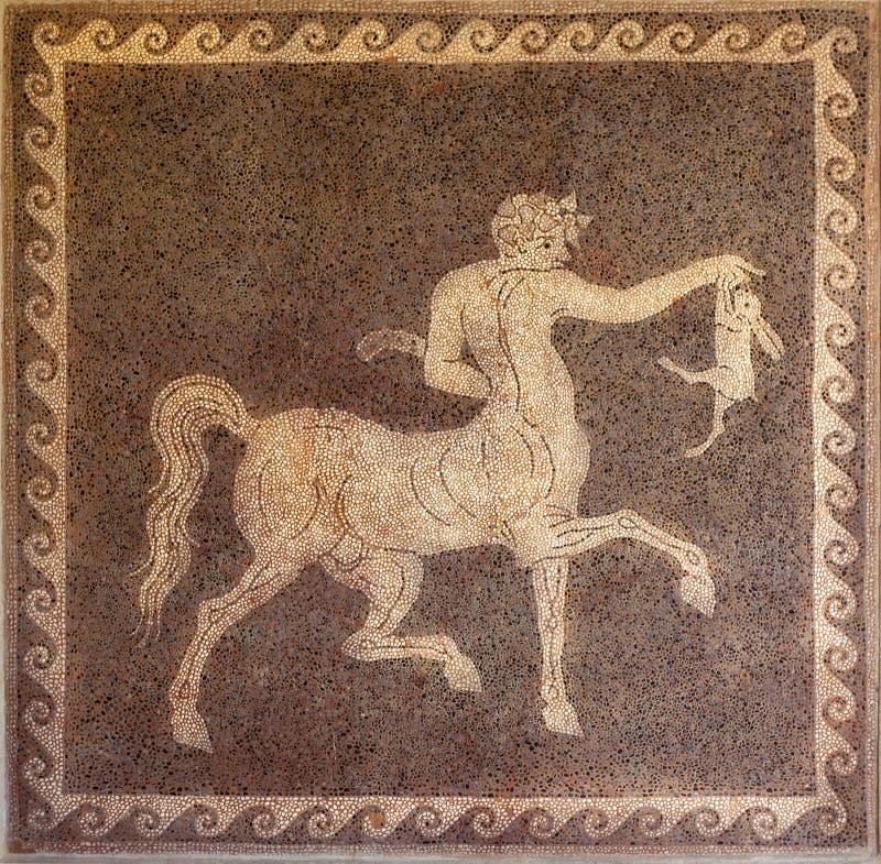 Мозаика кентавра и кролика на стене в археологическом музее Родоса Греции. стоковое фото