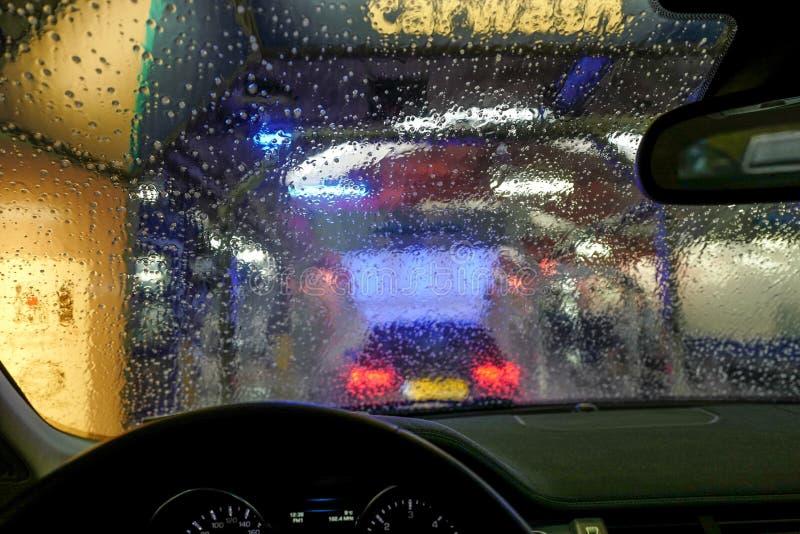 Мойка машин через окно стоковая фотография