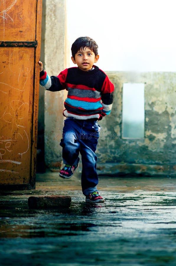 Мой стиль-портрет милого ребенка мальчика стоковая фотография