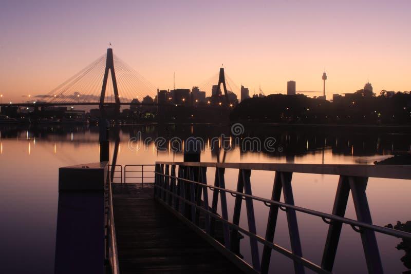 мола моста anzac около понтона Сиднея стоковое изображение rf