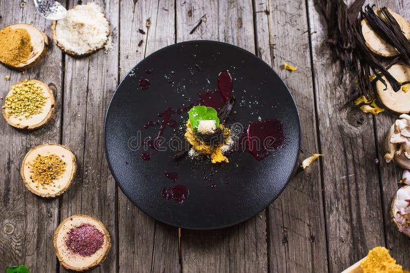 Молекулярный современный десерт кухни стоковые фотографии rf